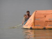 Плаваем на спасательной лодке
