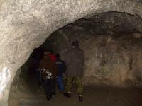 В пещере первобытного человека