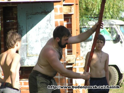 Алексей показывает технику удара