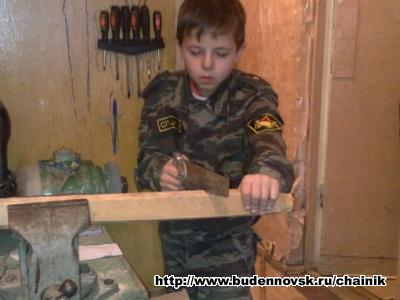 Илья пилит палку
